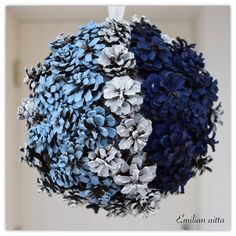 DIY: Sinivalkoiset kranssit! Pine Cone Art, Pine Cone Crafts, Pine Cones, Christmas Diy, Christmas Decorations, Diy And Crafts, Arts And Crafts, Food Pictures, Handicraft