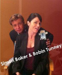"""""""J'suis rémi j'me fait un selfie !"""" Simon Baker and Robin Tunney"""