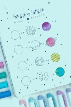 Want to add some decoration to your bullet journal? Whether you're going for a space theme or something completely different, this list of doodles will help you get started! 🌎 doodles Step By Step Bullet Journal Doodle Tutorials Doodle Bullet Journal, Bullet Journal Writing, Bullet Journal Banner, Bullet Journal School, Bullet Journal Aesthetic, Bullet Journal Notebook, Doodle Art Journals, Bullet Journal Ideas Pages, Bullet Journal Inspiration