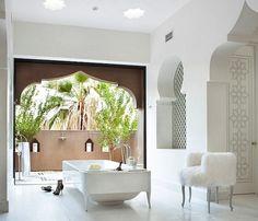 Badezimmer-Einrichtung-Mischung aus spanischem Kolonialstil und marokkanischen Details