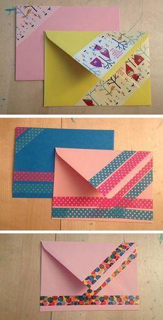 Photo tutorial how to decorate a boring envelope with fun (masking/washi) tape. ©️️ankepanke.nl Washi Tape Cards, Washi Tape Diy, Masking Tape, Washi Tapes, Decorated Envelopes, Handmade Envelopes, Diy Envelope, Envelope Design, Mail Art Envelopes