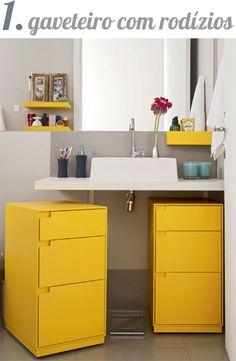 5 alternativas para gabinete de banheiro - gaveteiro com rodízio, que além de organizar, dá um toque de cor ao ambiente