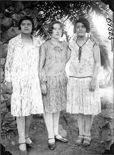 Three Argentine women in dresses | por The Field Museum Library