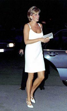 fashion-2015-07-princess-diana-white-versace-dress-main.jpg (JPEG Image, 1500 × 2474 pixels)