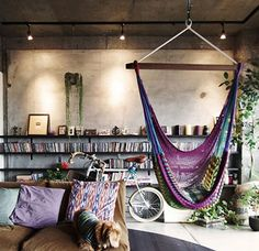 bohemian living space// indoor hammock// via deco my place