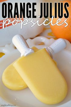 Orange Julius Popsicles by A Night Owl. These popsicles taste just like an Orange Julius smoothie. So yum! Orange Julius, Frozen Desserts, Frozen Treats, Just Desserts, Cold Desserts, Summer Desserts, Homemade Popsicles, Nutella Popsicles, Orange Popsicles