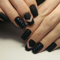 A strict black nail manicure, which can easily decorate your nails. The use of the relief pattern creates an image of a stylish woman who knows her worth.