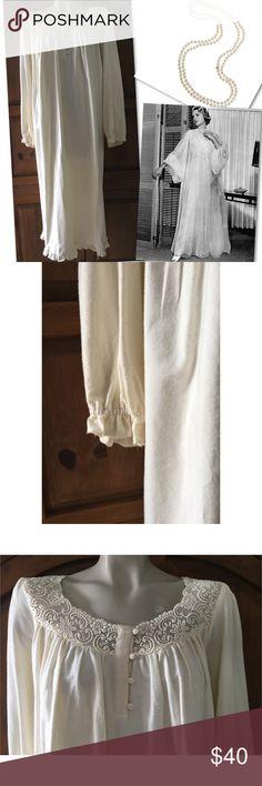 NWT VICTORIA'S SECRET VINTAGE CROWN LABEL GOWN S VICTORIA'S SECRET VINTAGE CROWN LABEL GOWN SZ S - BODY: 100% COTTON / LACE: 100% NYLON - NEW WITH TAGS Victoria's Secret Intimates & Sleepwear Pajamas