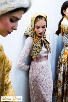 Daily Fashion, Girl Fashion, Womens Fashion, Fashion Design, Arabic Beauty, Head Scarf Tying, Granny Chic, Hijabs, Silk Scarves
