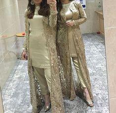 Party Wear Indian Dresses, Pakistani Fashion Party Wear, Pakistani Formal Dresses, Designer Party Wear Dresses, Indian Fashion Dresses, Kurti Designs Party Wear, Shadi Dresses, Indian Designer Outfits, Pakistani Outfits