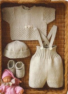"""completo ecru [ """"completo ecru (many baby clothes tutorials on this page)"""", """"free pattern, Spanish so will have gone translate."""", """"inspiration for knitted pants; free pattern - needs translating"""", """"This Pattern is Free but in Italian. Knitting For Kids, Baby Knitting Patterns, Baby Patterns, Free Knitting, Knit Or Crochet, Crochet For Kids, Pull Bebe, Knitted Baby Clothes, Baby Knits"""