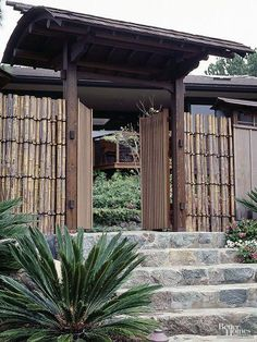 Use a simple bamboo fence to block views of the world outside your Japanese garden. Make the entrance to your garden clear with a gate and attractive arbor. Japanese Garden Style, Japanese Fence, Asian Garden, Japanese Gardens, Japanese Bamboo, Zen Gardens, Japanese Landscape, Cottage Gardens, Bamboo Garden