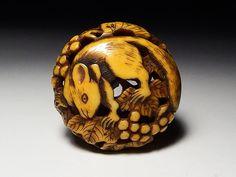 提げ物:象牙透かし彫葡萄栗鼠柳左根付 江戸期浅草_画像1