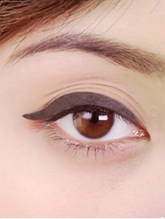 Michelle Phan's definitive video on perfecting the cat eye with liquid liner. via @byrdiebeauty