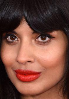 Close-up of Jameela Jamil at the 2019 Grammy Awards. Pink Lips Makeup, Hot Pink Lips, Hair Makeup, Makeup Geek, Red Lips, Eye Makeup, Platinum Blonde Pixie, Face Framing Bangs, Half Up Curls