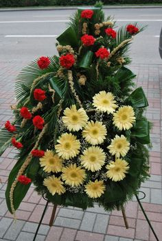 Casket Flowers, Grave Flowers, Funeral Flowers, Funeral Floral Arrangements, Church Flower Arrangements, Amazing Flowers, Beautiful Roses, Funeral Caskets, Funeral Memorial