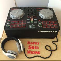 DJ Birthday Cake - Pioneer DJ Twin Decks Turnable with headphones Boys Bday Cakes, Themed Birthday Cakes, 50th Birthday Party, Dj Cake, Cupcake Cakes, Pastel Mickey, Dj Decks, Fiesta Mickey Mouse, Bithday Cake
