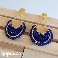 Discover recipes, home ideas, style inspiration and other ideas to try. Beaded Jewelry Patterns, Fabric Jewelry, Wire Jewelry, Jewellery, Seed Bead Earrings, Beaded Earrings, Diy Accessoires, Art Nouveau Jewelry, Earring Tutorial