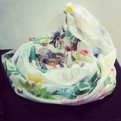 Pañuelos de seda natural pintados a mano para Minx