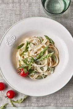 Tagliatelle s chřestem a omáčkou 4 formaggi - recept podle Pavly Janků Spaghetti, Meat, Chicken, Ethnic Recipes, Food, Essen, Meals, Yemek, Noodle