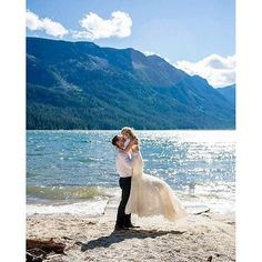 Swept off our feet with this amazing @enzoani wedding momentcaptured by @ashleydaniellephotography!!!
