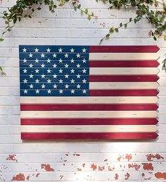 Wooden Americana Flag, Patriotic & 4th of July Crafts (Make a DIY version with pickets)