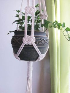 How To Make Macrame Plant Hanger DIY 99 Inspiring Projects picture onlyThe Macrame plant hanger is one of many forms of yarn, and it regains the attention it deserves. Macrame plant hangers are a great way to provide retro quality to your home while DIY m Macrame Design, Macrame Art, Macrame Projects, Macrame Knots, Diy Projects, How To Macrame, Plant Projects, Micro Macrame, Macrame Plant Hanger Patterns
