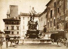 Piazza del Nettuno prima della demolizione delle vecchie case.  Archivio Fondazione Cassa di Risparmio in Bologna