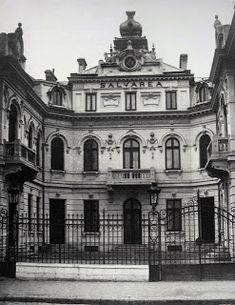 Top 10 cladiri disparute - Bucurestii Vechi si Noi Bucharest Romania, My Town, Time Travel, Old Photos, Notre Dame, Big Ben, Townhouse, Places To Visit, Belle Epoque