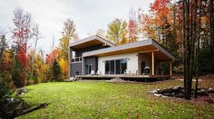 Retreat in East Bolton by Atelier Boom Town
