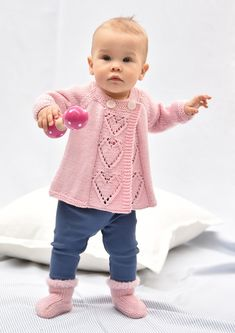 Tekstiiliteollisuus - teetee Primanova Baby Boy Cardigan, Baby Girl Sweaters, Knitted Baby Cardigan, Crochet Coat, Crochet Baby, Knitting For Kids, Baby Knitting Patterns, Baby Patterns, Hand Knitting