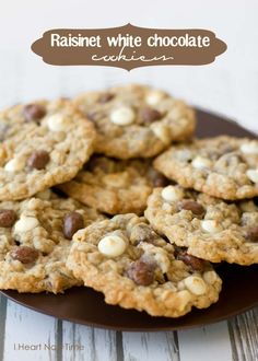White chocolate cookies with #raisinets on iheartnaptime.net ! These look delicious!