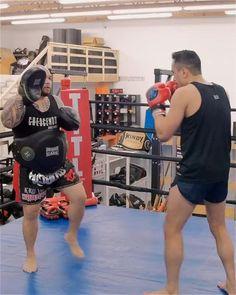 Martial Arts MuayThai Technique: False Lead Combo Muay Thai Martial Arts, Self Defense Martial Arts, Martial Arts Weapons, Martial Arts Workout, Martial Arts Training, Mixed Martial Arts, Boxer Workout, Boxing Training Workout, Muay Thai Training