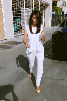 From pussyglamorous.tumblr.com White sleeveless peplum top with white skinny jeans