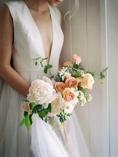 22-peach-peony-garden-rose-bouquet
