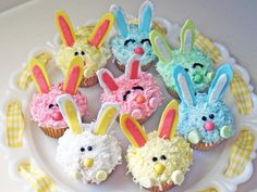 Easter Bunny Cupcakes - These adorable bunny cupcakes are easy to make and decorate, and they'll do double duty as a darling centerpiece at your Easter brunch. Easter Bunny Cupcakes, Easter Treats, Bunny Cakes, Easter Food, Unicorn Cupcakes, Easter Cake, Cupcakes Fondant, Cupcake Cakes, Decorate Cupcakes