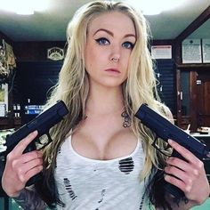 Girls with Guns ❤ Big Guns, Cool Guns, Weapons Guns, Guns And Ammo, Tough Girl, Female Soldier, Military Women, N Girls, Badass Women