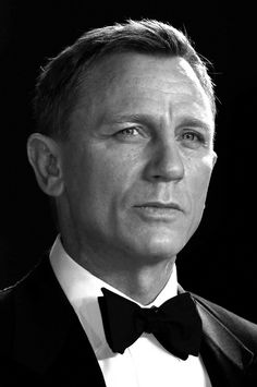 """Daniel Craig Photos - Image has been converted to black and white) Daniel Craig attends the Royal Film Performance of """"Spectre"""" at Royal Albert Hall on October 2015 in London, England. Daniel Craig Spectre, Craig David, Daniel Craig James Bond, James Bond Craig, Royal Films, Daniel Graig, Best Bond, Z Cam, Celebrity Dads"""