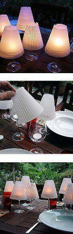 Volete creare anche voi delle mini lampade da tavolo semplicemente usando una candela ed un bicchiere da vino?