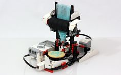Christmas LEGO Cookie Icing Machine // 10 Creative Lego Machine & Robot Builds For Construction Lego Design, Building Design, Ice Holiday, Holiday Cookies, Lego Mcdonalds, Lego Cookies, First Lego League, Lego Machines, Lego Christmas
