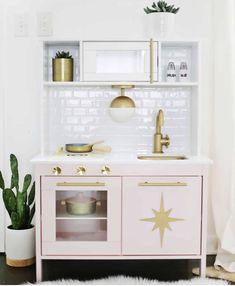 Mommo design: ikea play kitchen hacks kids в 2018 г. Ikea Toy Kitchen Hack, Play Kitchen Sets, Kitchen Hacks, Diy Kitchen, Play Kitchens, Toddler Kitchen Set, Wooden Play Kitchen, Baby Room Furniture, Kids Furniture