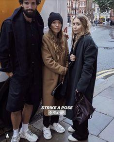 Ashley Olsen Style, Olsen Twins Style, Olsen Sister, Mary Kate Ashley, Strike A Pose, Winter Fashion, Luxury Fashion, Bomber Jacket, Winter Jackets