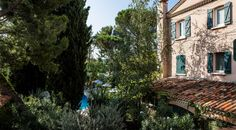 Chambre Deluxe | Hôtel Le Pigonnet Aix En Provence, Heated Pool, 5 Star Hotels, Spa, King Size Mattress, Vanity Tray, Big Closets