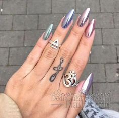 Metallic nails, aka chrome nails, are a trend that will make your nails look chic and classy. Check out our suggestions for achieving trendy nails this season. Mettalic Nails, Crome Nails, Gel Nails, Nail Polish, Mirror Nails, Purple Nails, Blue Chrome Nails, Blue And Silver Nails, Purple And Pink Nails