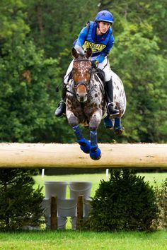 Want an Appaloosa I can do this on! Cross country jumping/racing :)