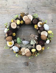 DeniMar / Veľkonočný veniec na dvere Christmas Wreaths, Floral Wreath, Holiday Decor, Home Decor, Christmas Swags, Homemade Home Decor, Flower Crowns, Holiday Burlap Wreath, Interior Design