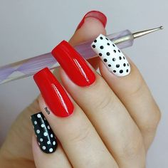 Certainly one of the easiest decorations to make! I used the nail polish: Nägel lackieren Dot Nail Art, Polka Dot Nails, Red Manicure, Trendy Nail Art, Perfect Nails, Nails Inspiration, Beauty Nails, Cute Nails, Nail Colors