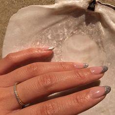 Nail art Christmas - the festive spirit on the nails. Over 70 creative ideas and tutorials - My Nails Stiletto Nails, Gel Nails, Acrylic Nails, Coffin Nails, Nail Polish, Minimalist Nails, Minimalist Fashion, Silver Nails, Glitter Nails