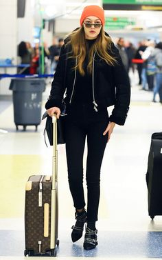 Here's Why Gigi Hadid's Skinny Jeans Look So Good with Flats Gigi Hadid's latest airport outfit was both cool and flattering. See how to replicate it here. Gigi Hadid Skinny, Looks Gigi Hadid, Gigi Hadid Style, Celebrity Airport Style, Flight Outfit, Plane Outfit, Estilo Gigi Hadid, Gigi Hadid Outfits, Casual Outfits