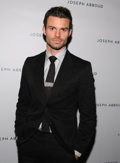 Daniel Gillies! Looking handsome & classy! That's totally like Elijah!!